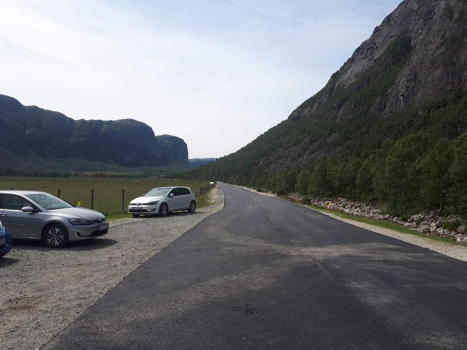 Veien inn Vinddalen mot Skåpet er nylig asfaltert av Forsand kommune. Vis hensyn ved kjøring inn Espedalen og Vinddalen.