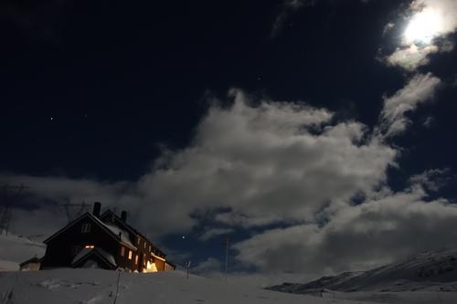 Vinternatt ved Geiterygghytta