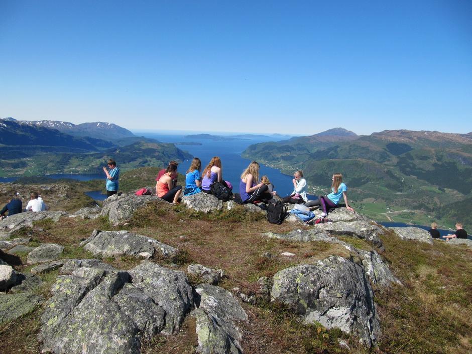 Nareggja, med flott utsyn utover Førdefjorden.