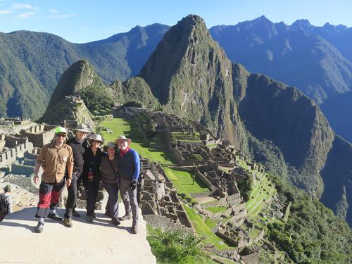 Machu Picchu i bakgrunn
