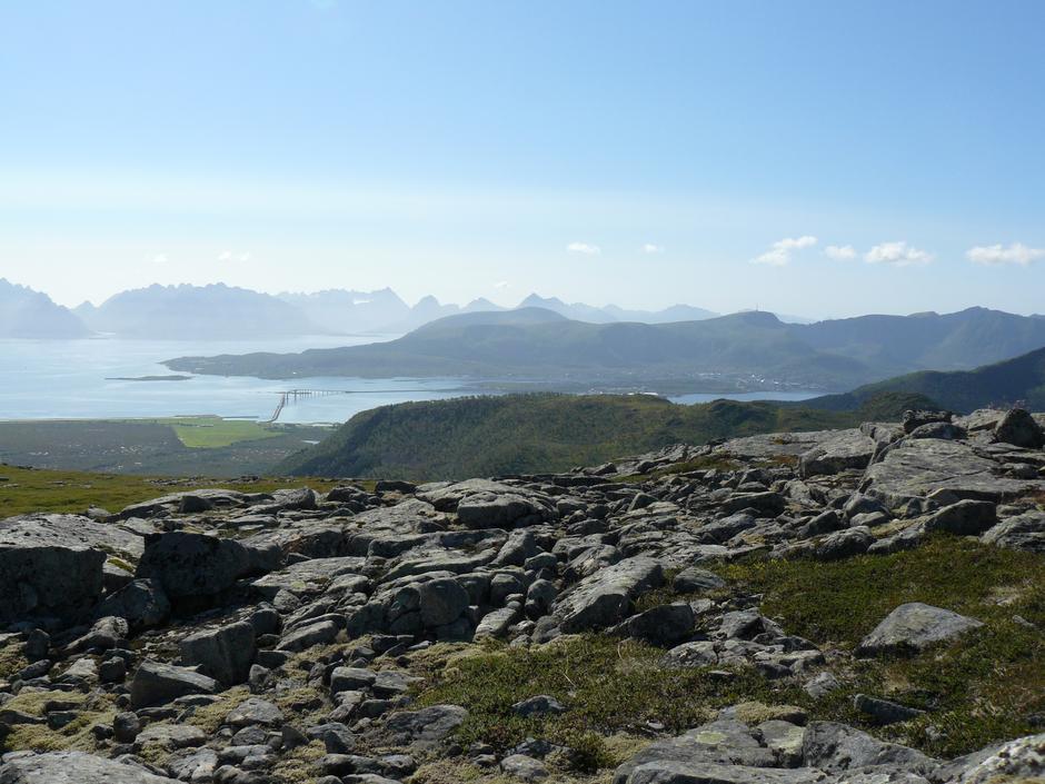 Fra Storbåtsegga går turen til Lauklitinden for de som ønsker å gå 5-toppersturen og videre til Kalvdalsheia for de som går 10-toppersturen.