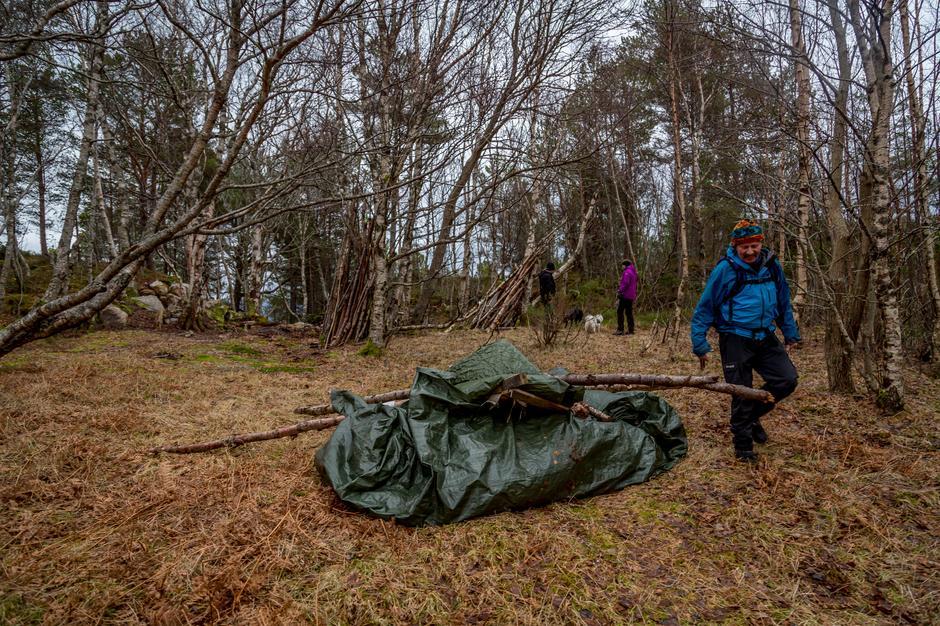 Dugnadsgjengen har også gjort en jobb med å rydde i søpla i Kolvika.