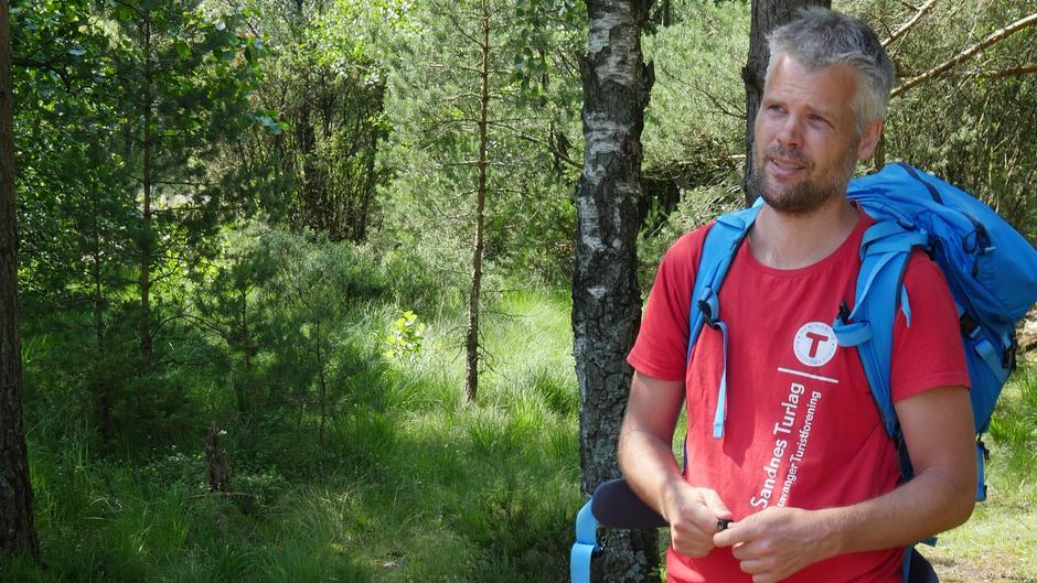 Turleder, Ronny Rustøen, sørger for turplanlegging på skjærgårdsferien. Han er opptatt av at alt skal være på barnas premisser, og at alle skal kunne delta - uavhengig av tidligere turerfaring.