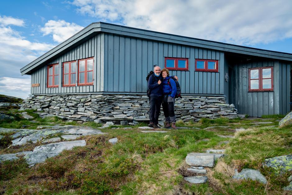 Tilsyn Inge og Elin er klar for å ta i mot gjester på Hardbakkhytta