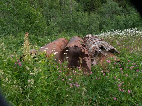I Krudtværket er det mange rester etter produksjonen som foregikk der