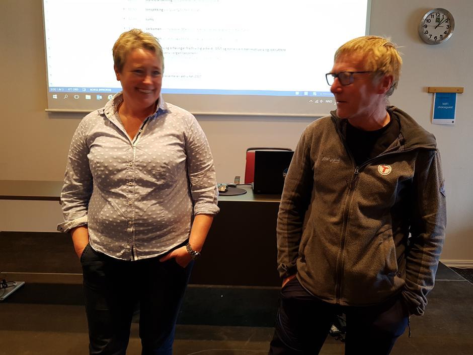Vertslaga var Flora og Indre Sunnfjord Turlag. Frå v. Siv Merete Stadheim og Kjell Arne Hjellbrekke.