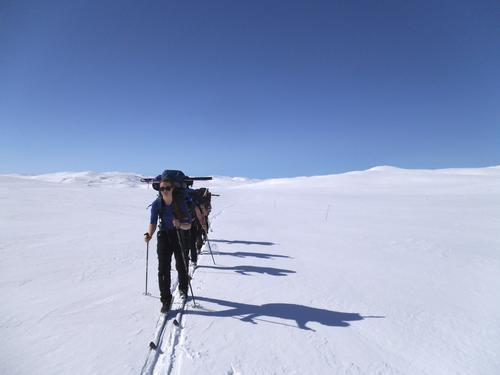 Årets påsketur over vidda der 5 turglade DNT-UNGere går fra Kjeldebu til Krækkja i fantastisk vær og formidable snøforhold!