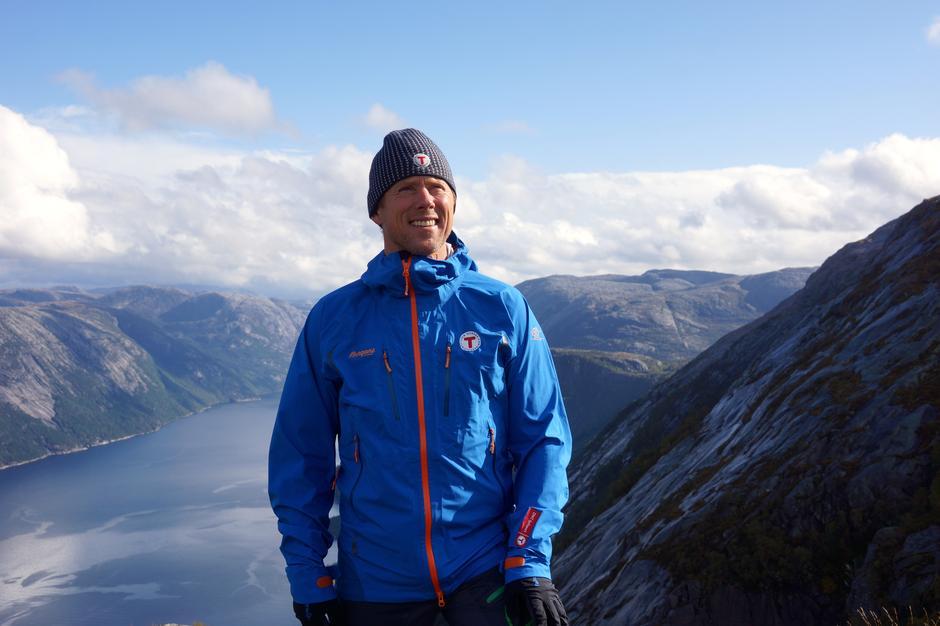 Daglig leder Henning Hoff Wikborg mener det er viktig å gi opplæring i et både spennende og sporløst friluftsliv.