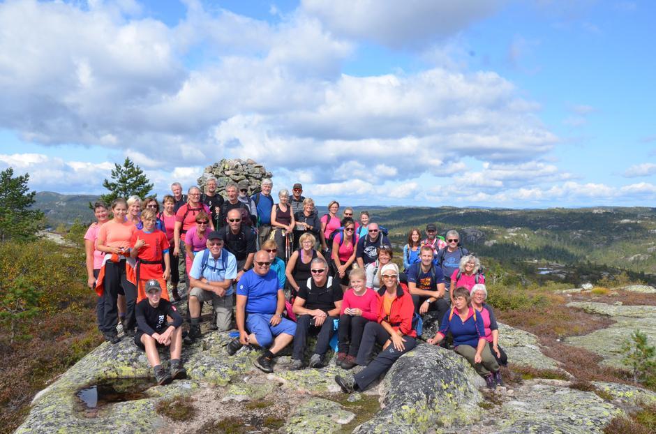 Turgjengen som gikk Heigeitilløypa søndag fikk strålende utsikt fra turens høyeste punkt på Hesthomvarden, 764 meter over havet.