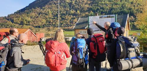 Turen kan også gås fra Ortnevik mot Steinsland og helt inn til Mo.