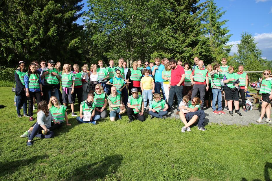 Sosialt fellesskap er nøkkelen til livskvalitet. Her er turgjengen samlet ved Sæteren gård i Bærum.