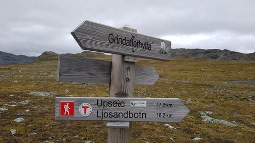 Grindaflethytta ligger i verdensarvområdet ved Nærøyfjorden. Nydelig høyfjellsterreng.