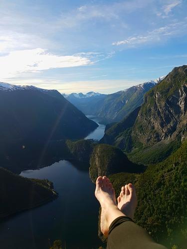 Opp på Flyene mellom Reindalseter og Kaldhusseter med utsikt til Tafjord