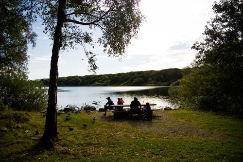 Tid til avslapping også, og nyte den fine naturen rundt Mosvatnet. Foto Finn Strand
