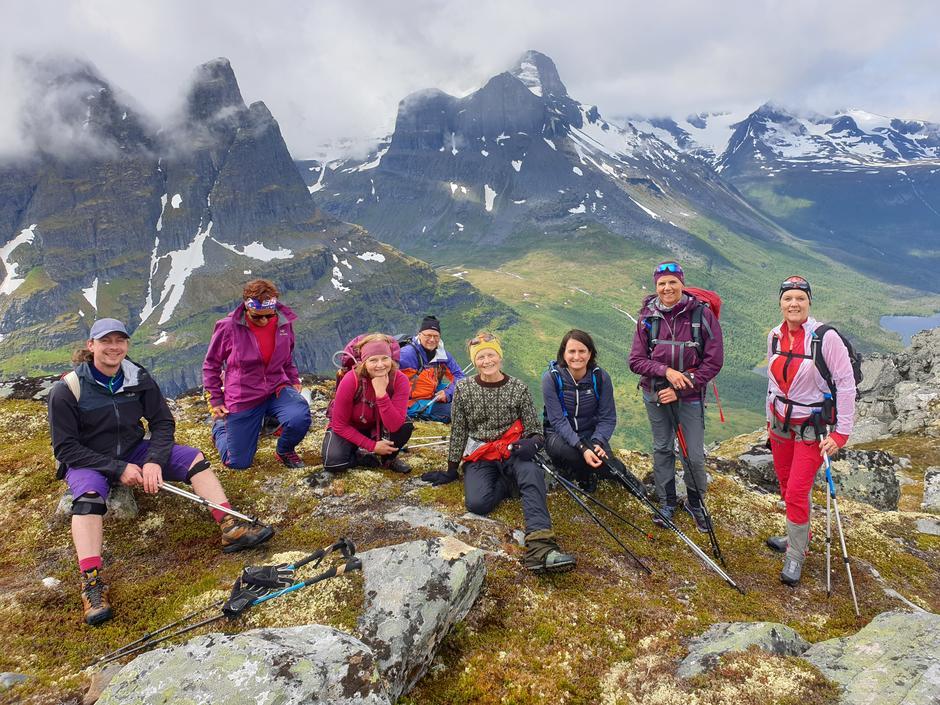 Turfølge samlet med utsikt over Innerdalen