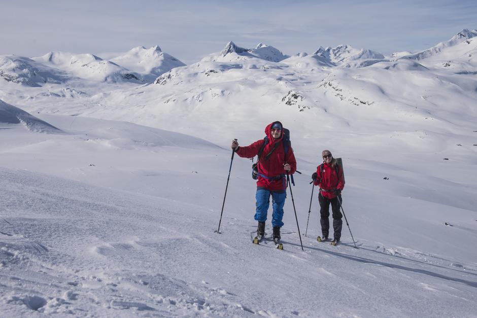 Riktig bekledning og skiutstyr er viktig for sikkerheten på tur i vinterfjellet.