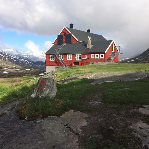 Søndag 12.06: Stavali kan nås til fots inn Husedalen fra Kinsarvik. Deretter ned til Lofthus.