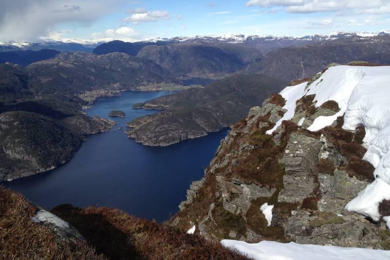 Utsikt mot Bogsund i Erfjord fra toppen av Norda Høgaste.