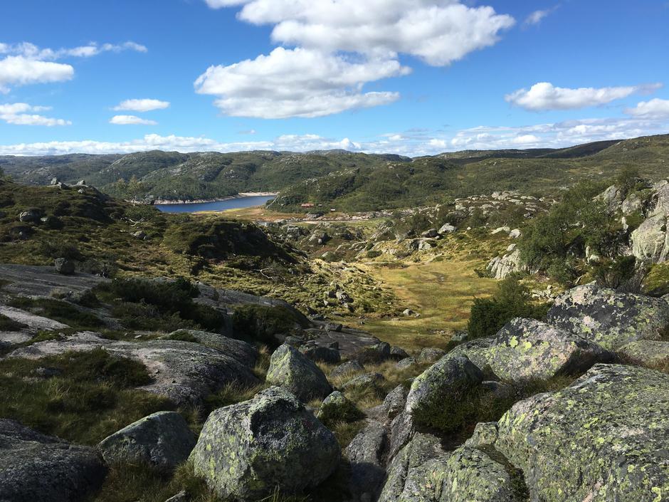 Utsikt mot Kvinen fra stien retning Josephsbu