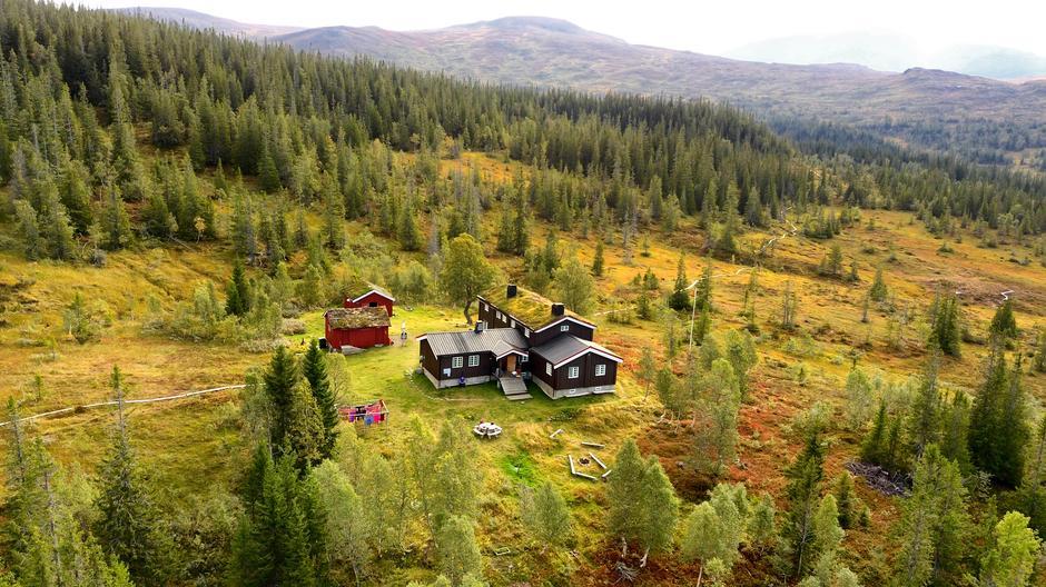 Schulzhytta ligger i hjertet av Skarvan og Roltdalen nasjonalpark. Dronefoto.