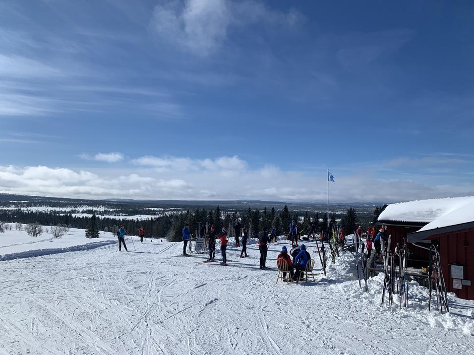 Mange velger å nyte utsikten på Målia i vinter.