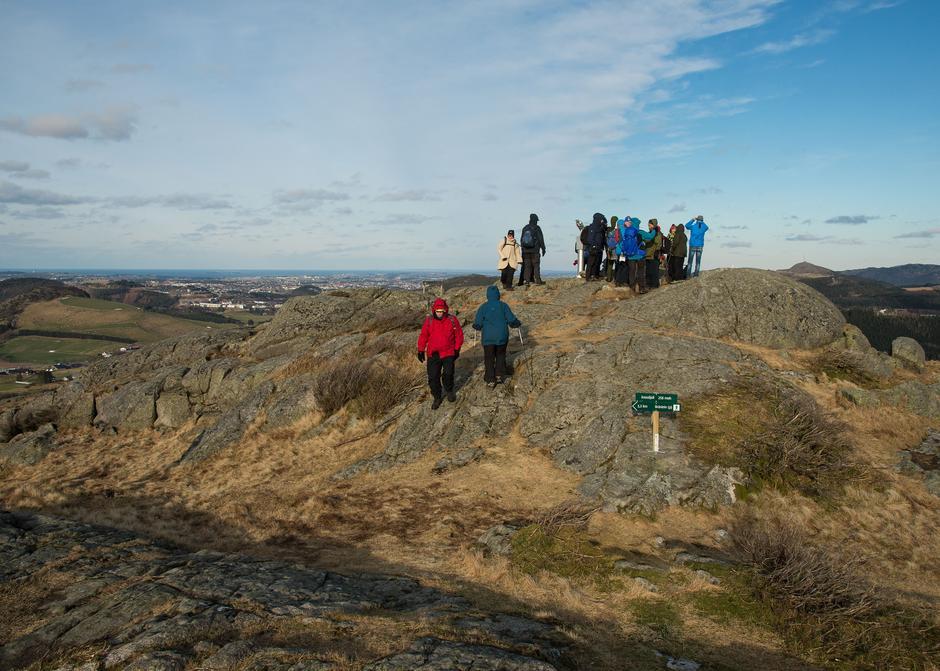 Toppen er liten, men utsikten stor fra Krossfjellet 258 moh.