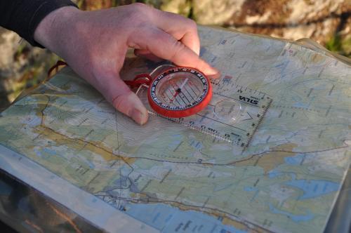 orientering med kart og kompass