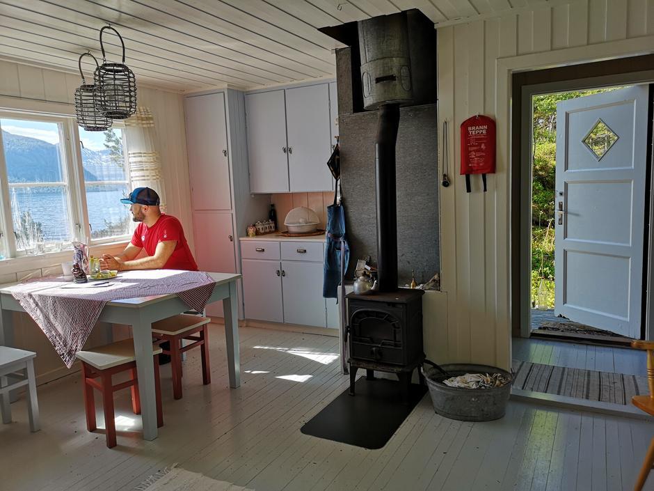 Veøystua på historiske Veøya i Romsdalsfjorden