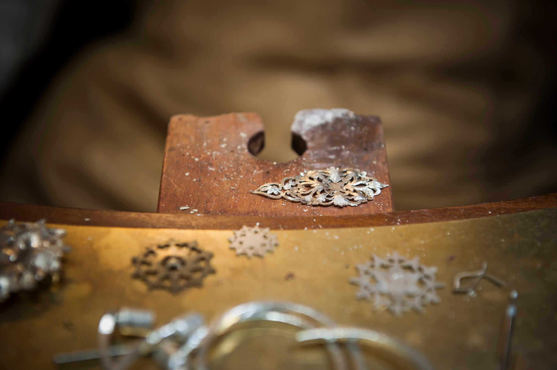 Discover a traditional Florentine jewelry shop