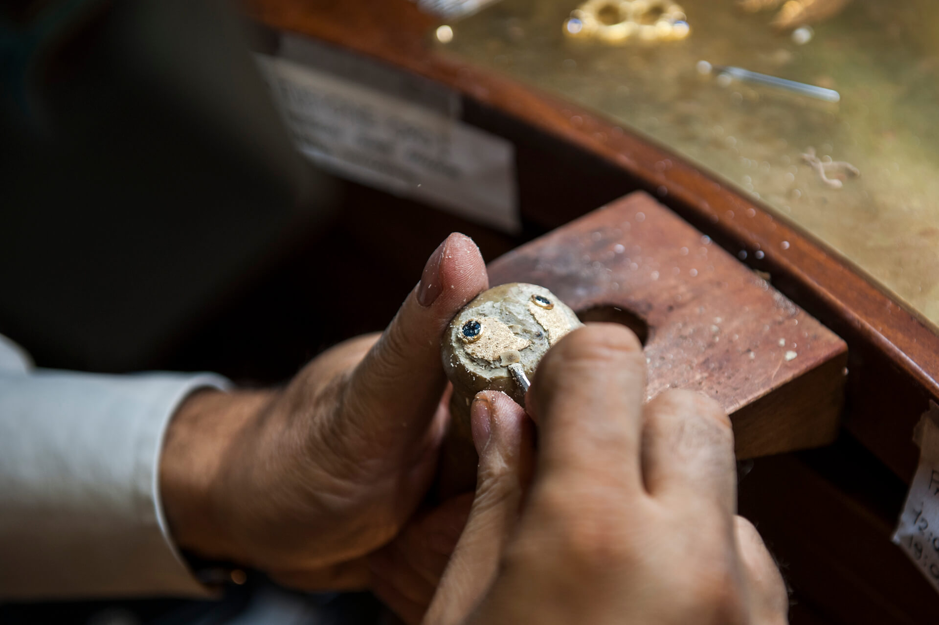 Traditional Florentine jewelry experience