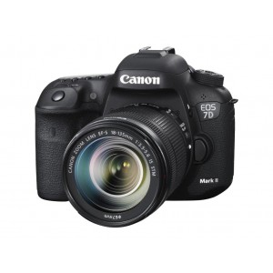 Canon EOS 7D Mark II DSLR with 18-135 IS USM Lens
