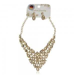 Fashion-Jewelry-Golden-Necklace-with-Design-for-Woman_Hero