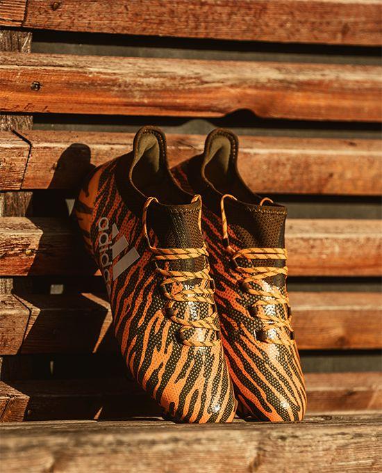 Buy your adidas X 17+ PureSpeed Lone Hunter boots on unisportstore.com