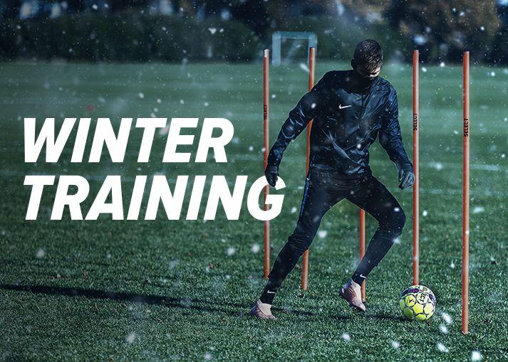 Köp din utrustning för vintern och andra fotbollsprodukter på Unisport.
