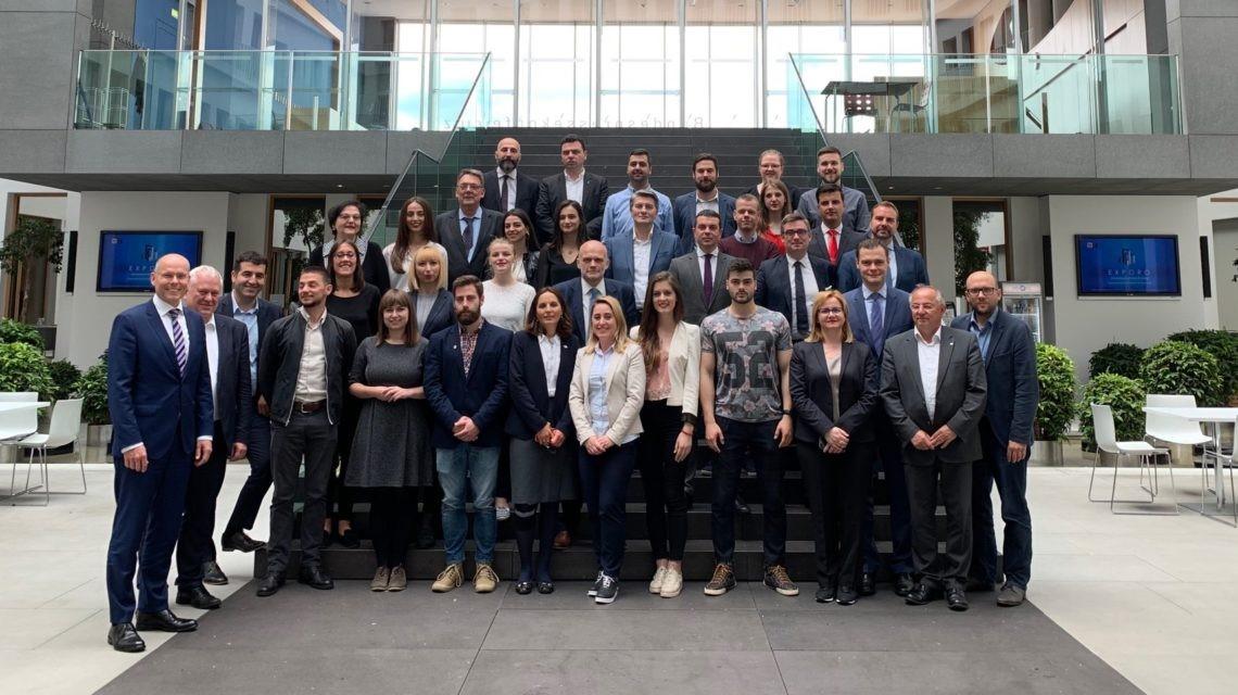 Réunion de travail avec les jeunes parlementaires des Balkans engagés dans le dialogue et l'ouverture