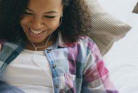 Kind-Internet-Freundschaft-Chat-Online-Freunde