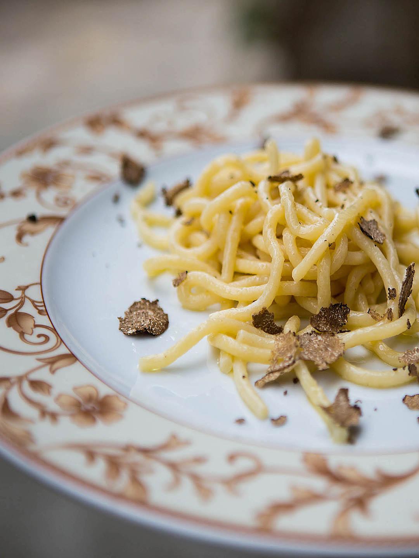 <i>Pasta e ceci, ribollita, malfatti, tordelli</i> or <i>Crostini rossi alla chiantigiana</i>; many plates have distinct Tuscan identities.