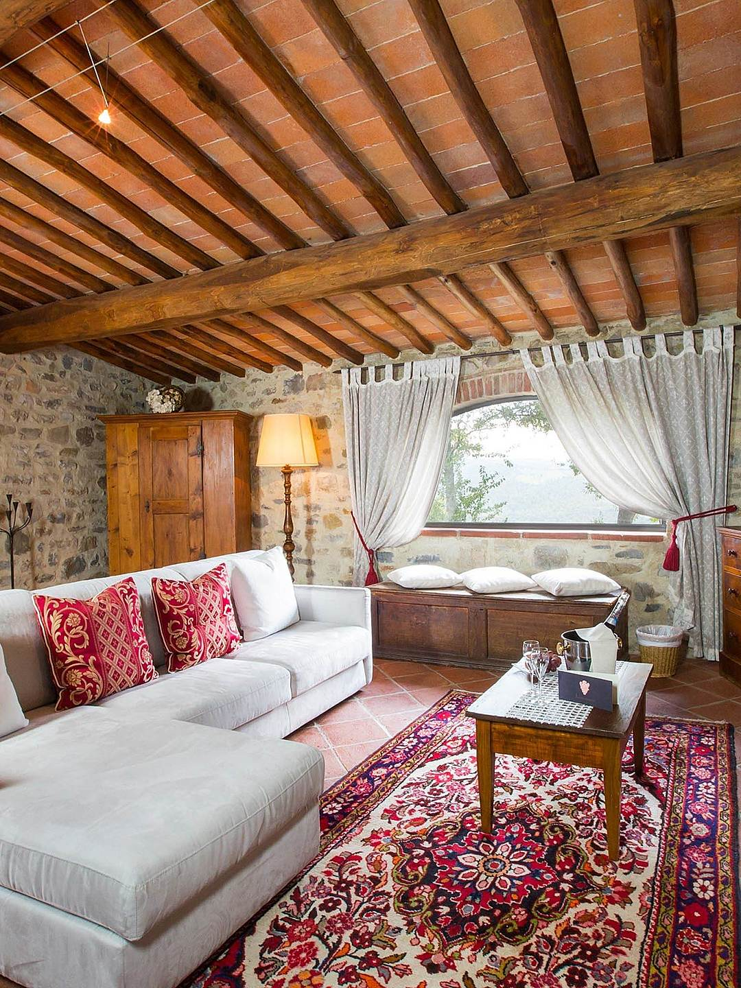 From superior rooms to suites, Livernano offers a unique stays to our guests. Antique furnishing and artisanal pieces are genuine Tuscan.