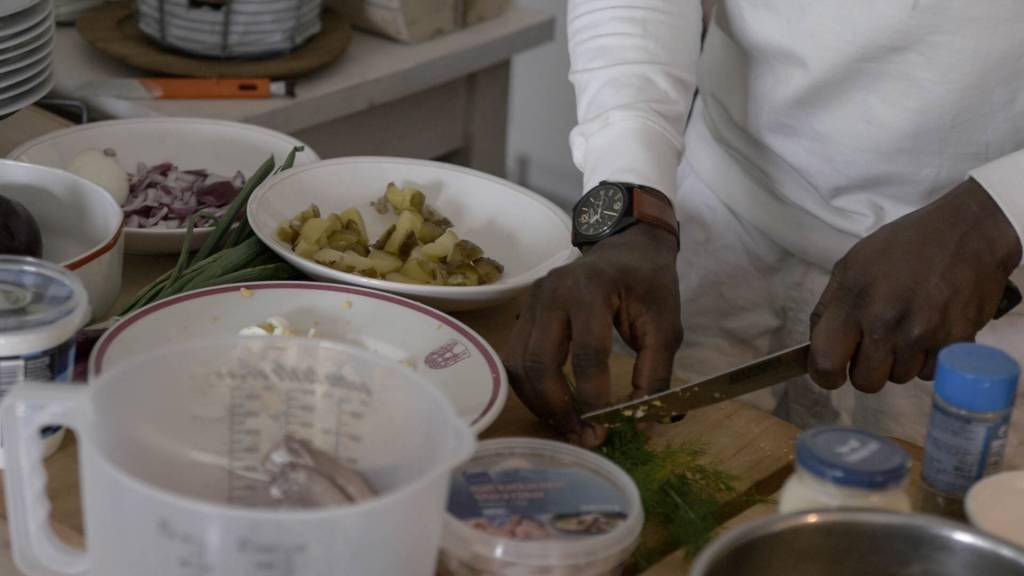 ruuanlaittoa mökillä