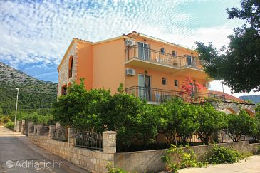 Property Orebić (Pelješac) - Accommodation 10194 - Apartments with sandy beach.