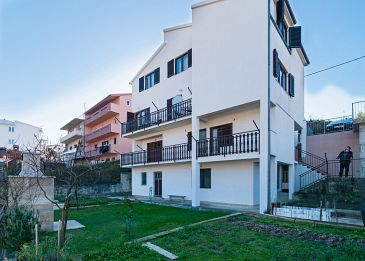 Property Podstrana (Split) - Accommodation 10361 - Apartments with pebble beach.