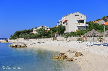 Property Seget Donji (Trogir) - Accommodation 10372 - Apartments near sea with pebble beach.