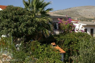 Property Seget Vranjica (Trogir) - Accommodation 1038 - Apartments near sea.