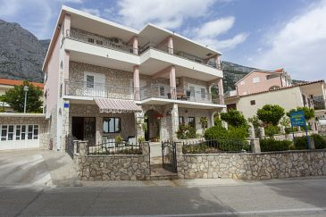 Property Veliko Brdo (Makarska) - Accommodation 11007 - Apartments with pebble beach.
