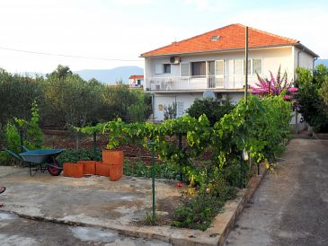 Property Slatine (Čiovo) - Accommodation 11047 - Apartments near sea with pebble beach.
