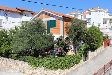 Property Okrug Gornji (Čiovo) - Accommodation 1111 - Apartments near sea with pebble beach.