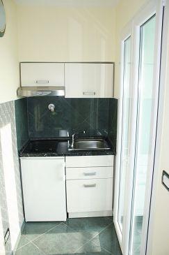 Makarska, Kitchen u smještaju tipa studio-apartment.