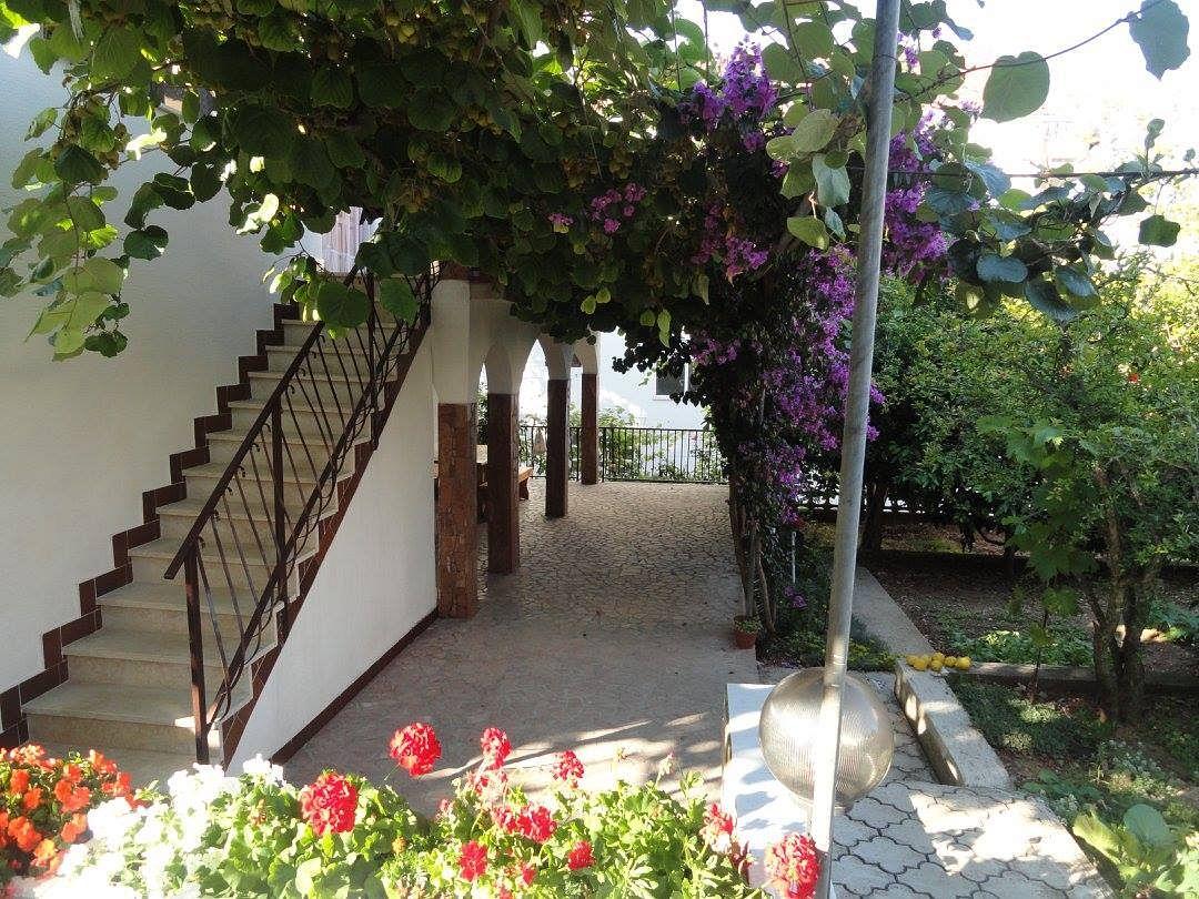 Apartmány s parkoviskom v meste Okrug Gornji - 11231
