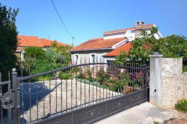 Property Splitska (Brač) - Accommodation 11300 - Apartments near sea.