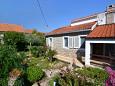 Courtyard Splitska (Brač) - Accommodation 11300 - Apartments near sea.
